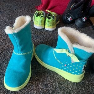 Uggs.. sz8..hearts on back basically brand new